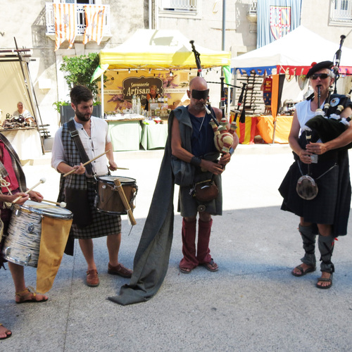 Le clan clan , cornemuses , percussions, chants,
