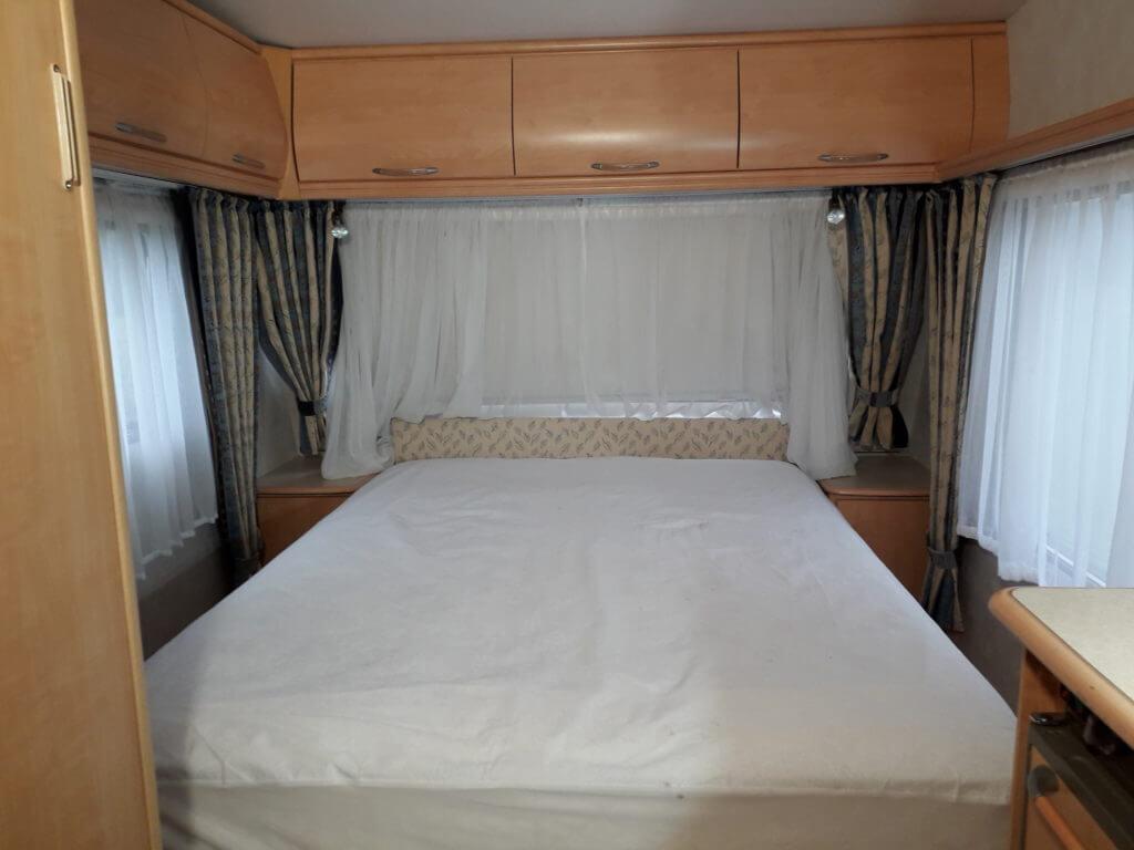 Chambre d'une caravane en location au camping Bellerive