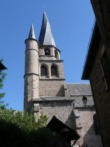 Clocher Tors à St Côme d'Olt à côté d'Espalion
