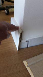 Plinthes à recouvrement pour éviter de faire des dégâts sur les murs et faire un travail propre et soigné