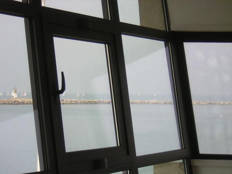 Fenêtres à Le Grau du Roi près de la Grande Motte